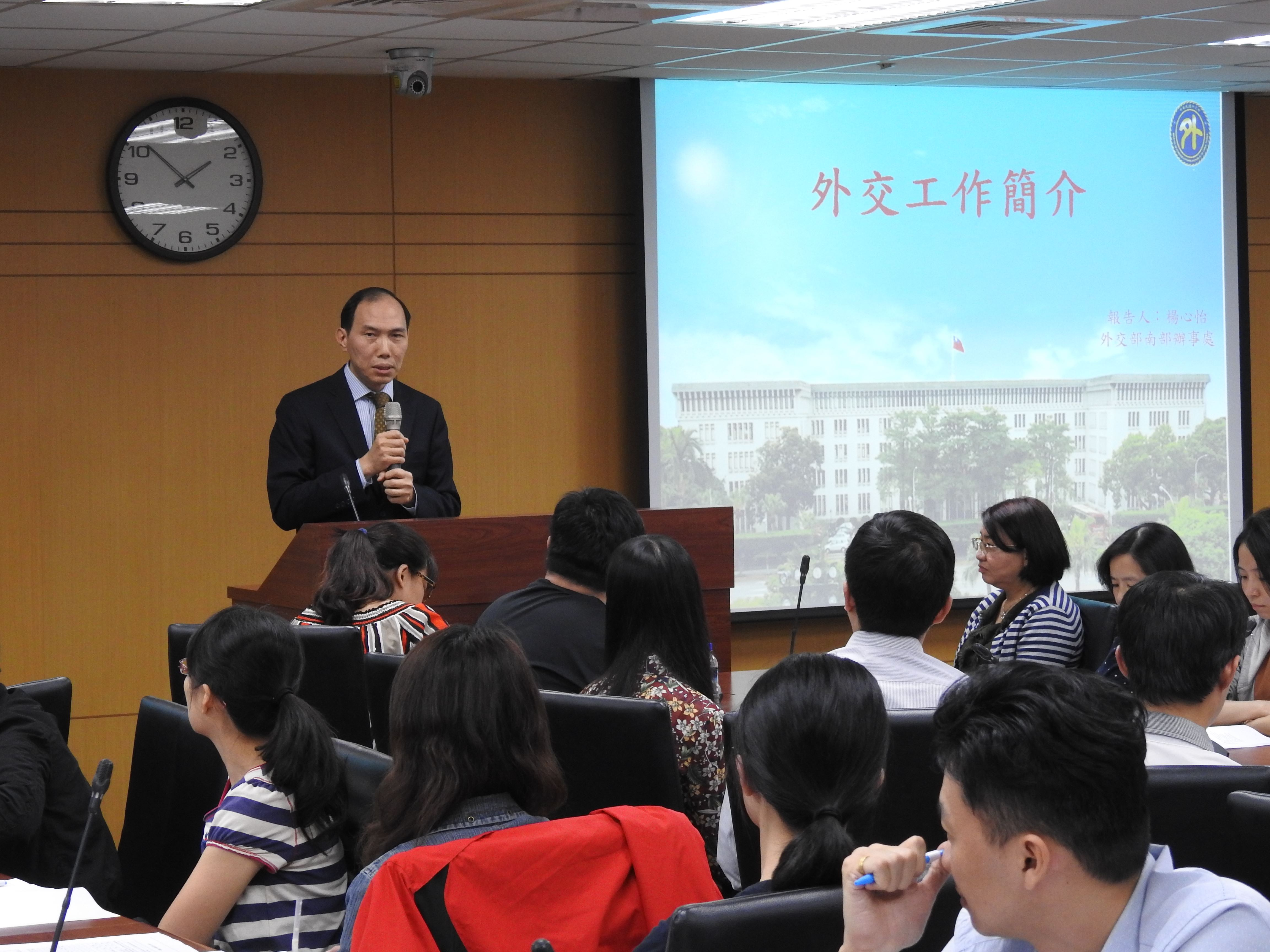 外交部南部辦事處楊心怡處長以近30年駐外經歷介紹台灣在國際的外交工作及成果。.jpg