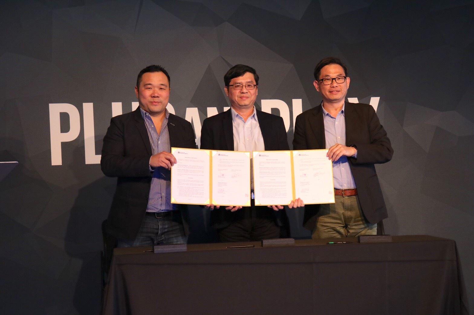 圖1. Plug and Play 資深副總裁Mr.Jupe Tan(左)、資策會服創所副主任林志勳(右)與高市府經發.jpg