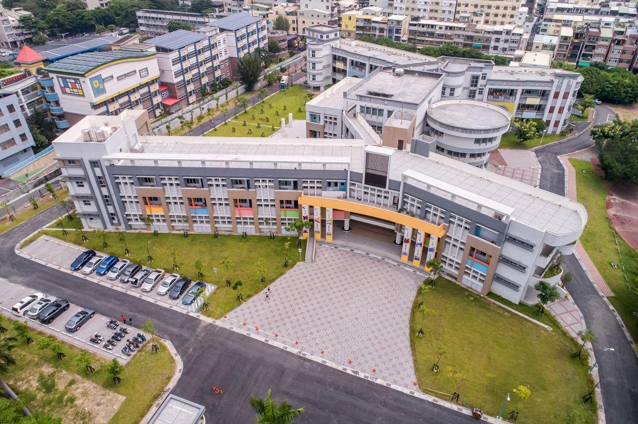 鼎金國中讓校園學習空間創造出自然環境生態.jpg