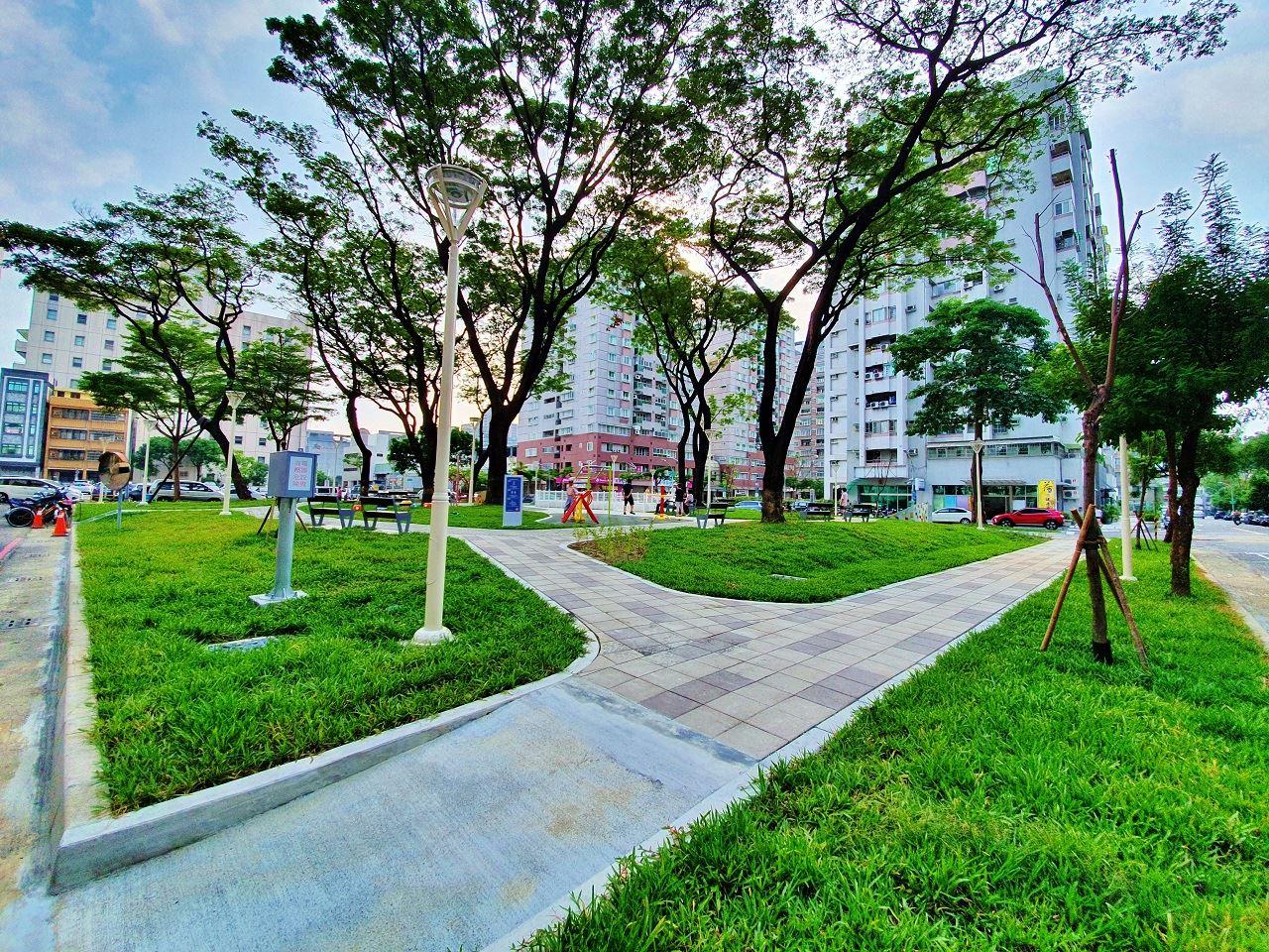 小而巧的汕頭公園是高雄第一座公民參與設計公園.jpg