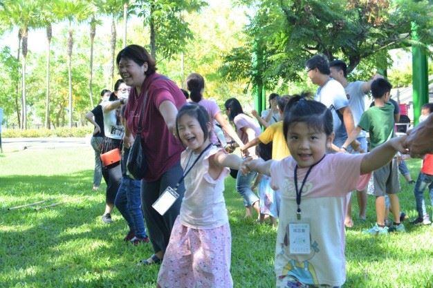 圖5._6月13日兒童創作手作坊-大地遊戲中,兒童盡情感受遊戲歡樂.jpg