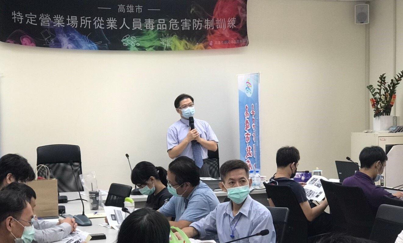 照片說明3:高雄地檢署林俊傑主任檢察官講授毒防法規及通報機制。.jpg