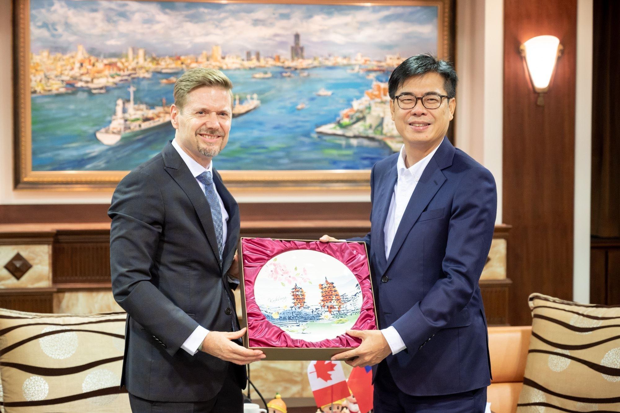 加拿大駐台北貿易辦事處芮喬丹代表拜會陳其邁市長.jpg