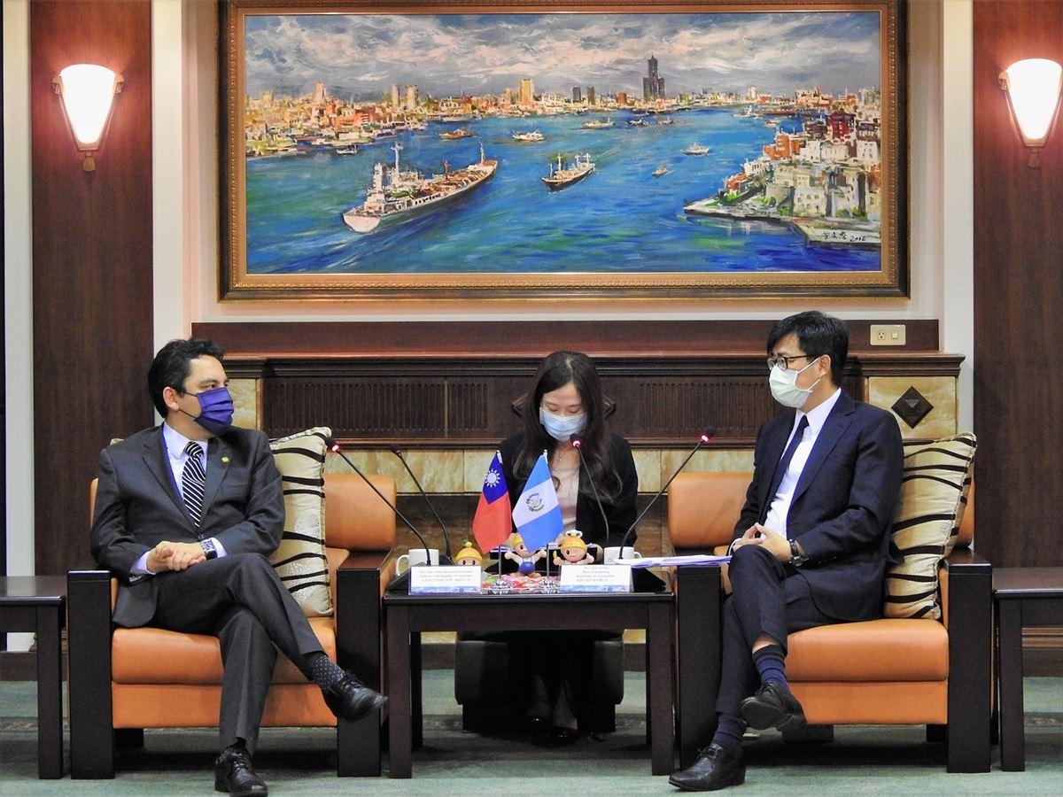 瓜國葛梅斯大使認為雙方於農漁業及物流領域深具合作潛力。.jpg