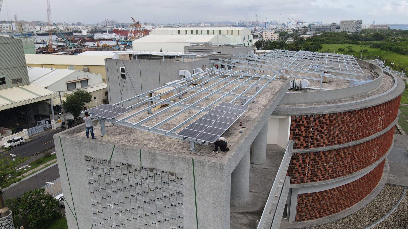0617 空拍照(屋頂模組鋪設與鋼構搭設)_210618_1.jpg